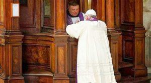 papa-francisco-confesionario